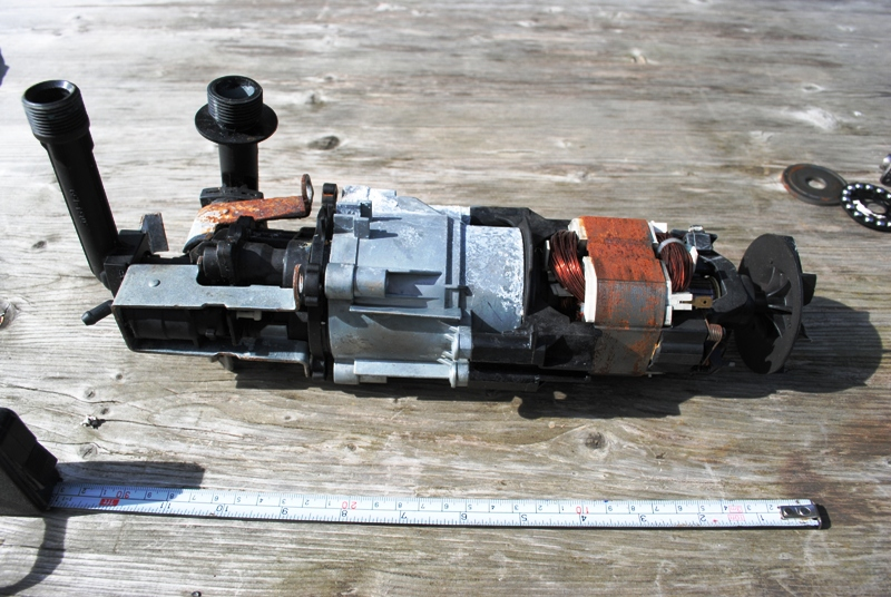 Pressure washer pump without housing.
